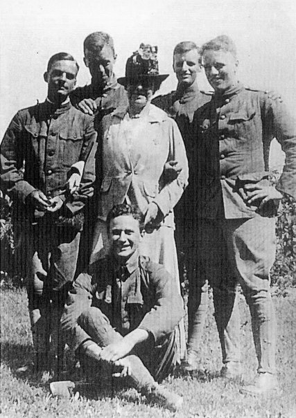 Edith_Wharton_with_soldiers